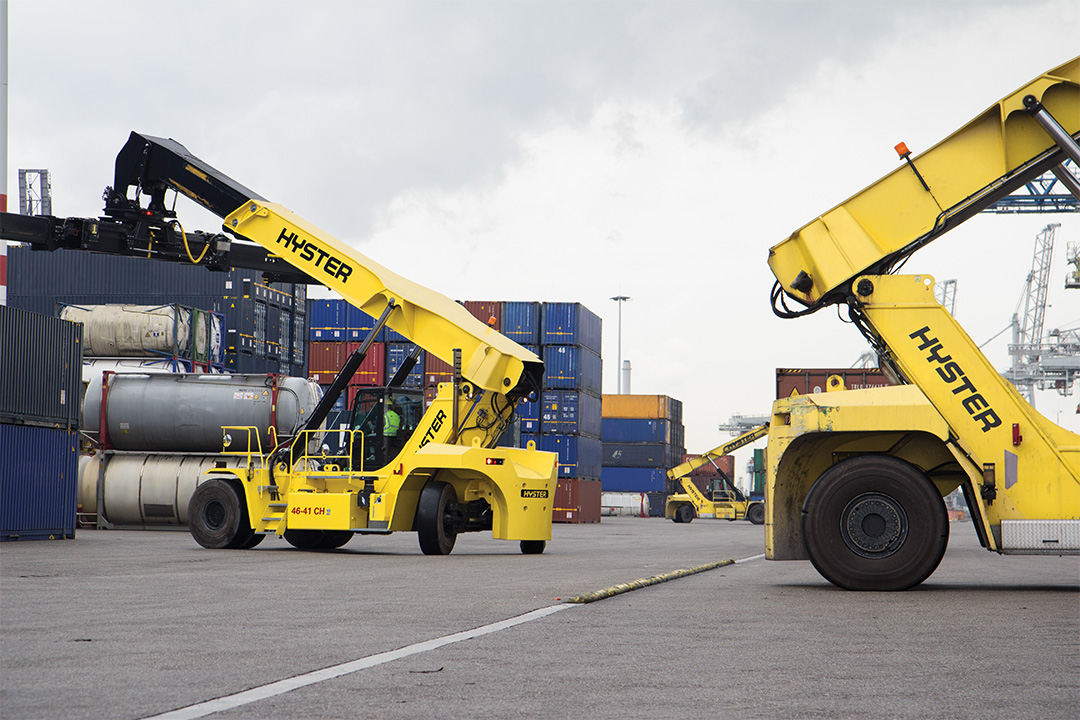 RS46 ReachStacker Image 2