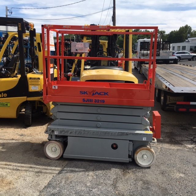Similar Used Equipment - 2006 Skytrack 3219