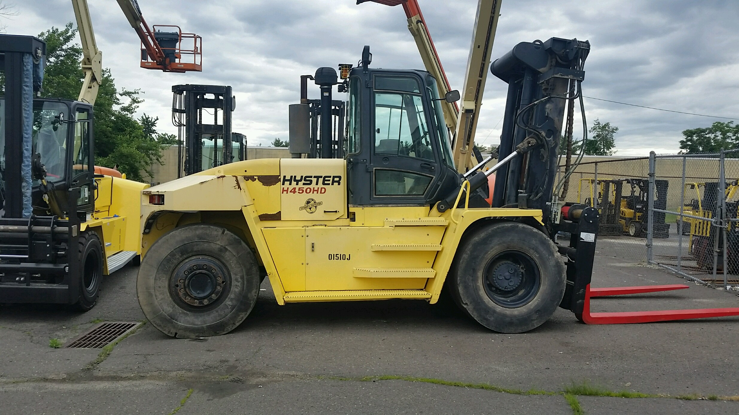 2011 Hyster H450HD Image
